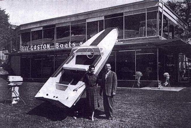 William Gaston dans les premières années des bateaux à moteur Glastron