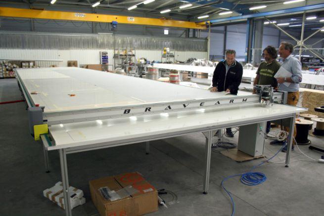 Cutting table at VMG Soromap