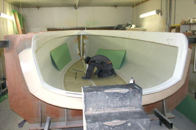 Draping of a sailboat hull