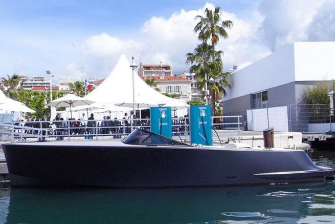 Vita SuperPower electric boat charging station in Cannes