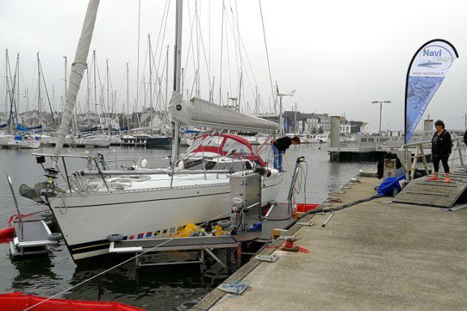 Boat washing service afloat
