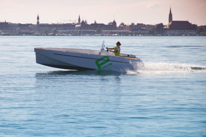 Electric boat with Aquamot motor