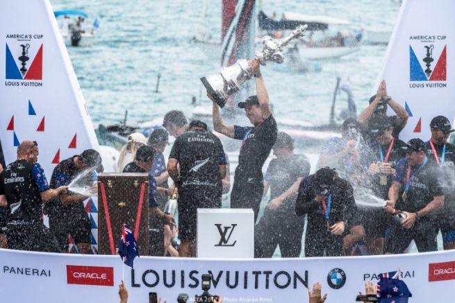 Emirates Team New-Zealand celebrates America's Cup victory