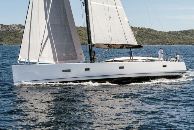 The CNB sailing yacht brand must leave the Bénéteau Group
