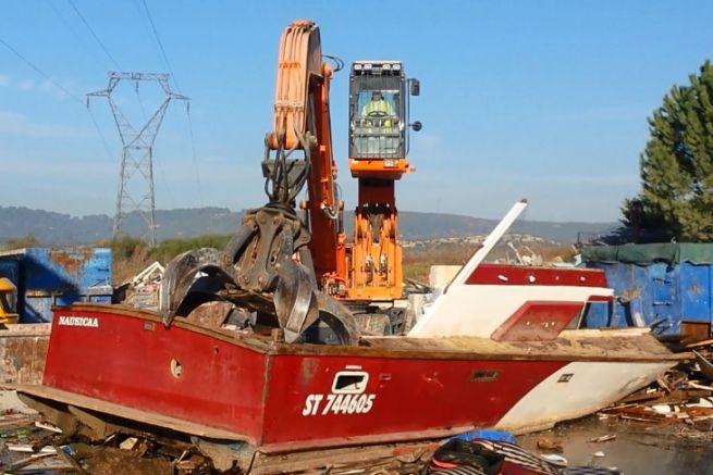 Recreational boat deconstruction
