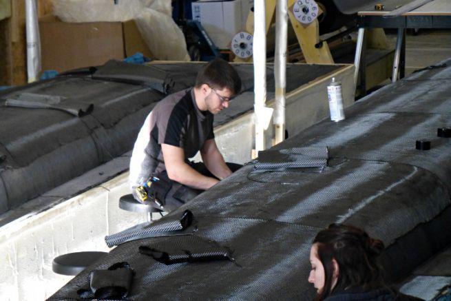 Hull draping at Magma Composites