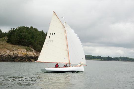 Sailing boat BE 6.4 from Be Boat at sea