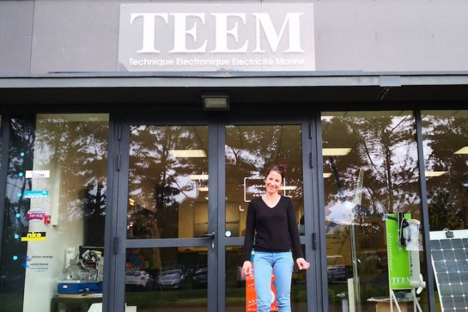 Carole Biarnes in front of the Teem agency in Lorient