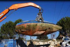 Boat deconstruction by D3EPACA