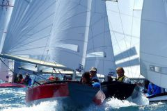 Le Bihan sails on caravels