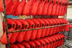Des poumons de gilets SECUMAR prêt à être montés dans des housses