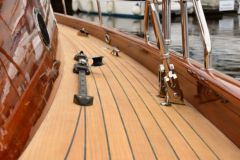 Lignia Yacht, a deck covering made of Monterey pine, an alternative to teak