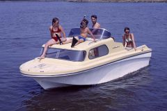 The wrecked Seabird model was produced by Jeanneau in the 1970s