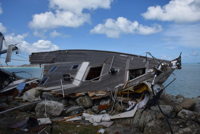 Sailing ship ripped open in Saint-Martin after the passage of cyclones