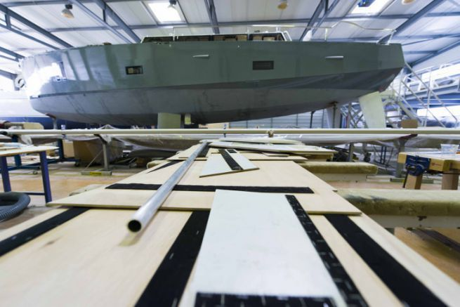 Installation of a travel sailboat at the Olbia shipyard in Gujan-Mestras