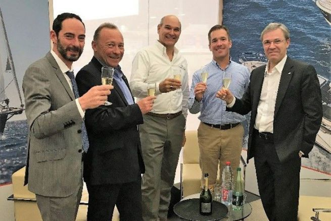 Bénéteau Group, Jeanneau and Freedom Boat Club executives celebrate their agreement
