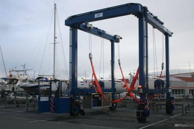 New boat lift at the Port des Minimes in La Rochelle
