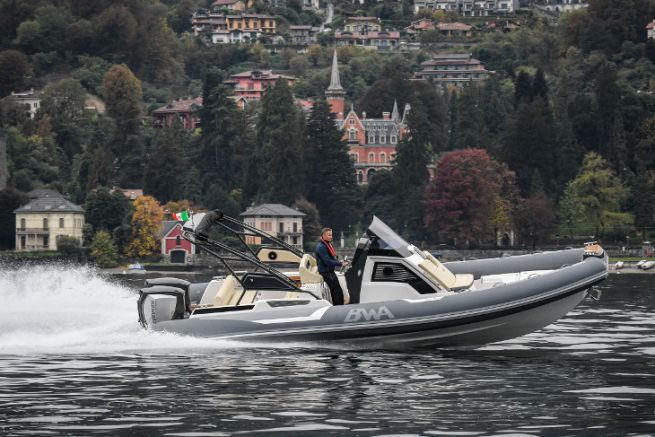 BWA semi-rigid fitted as standard with 2 Evinrude 300 HP outboards