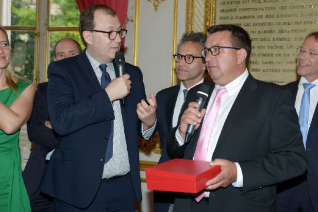 Gilles Wagner, President of Privilège Marine receives the Etienne Marcel Award from Antoine Boulay of Bpifrance