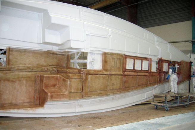 Laminator in a shipyard