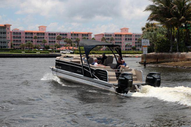 Aluminum Pontoon Boat in Miami