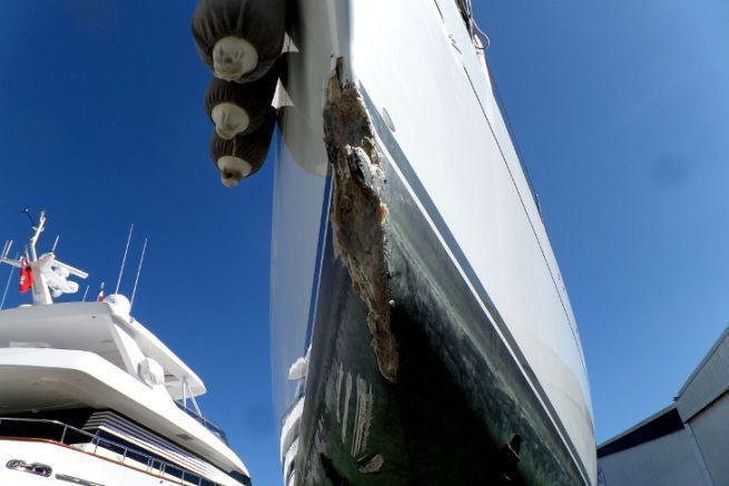 Loss on the bow of a sailboat requiring the passage of a marine surveyor